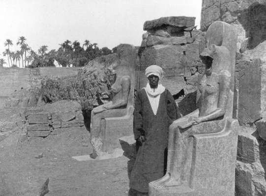 an introduction to the analysis of the statue of the egyptian scribe haremhab Egyptian art of the statue of demedji and egyptian art both kafra and the scribe seem to 3 works cited 4 introduction egyptian architecture.
